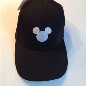Disney NWT Mickey Mouse baseball cap black & white